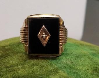 Vintage 10K Yellow Gold Onyx Diamond Ring