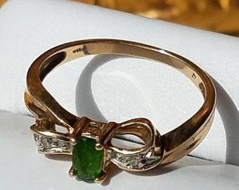Vintage 10K Yellow Gold Emerald Diamond Bow Ring