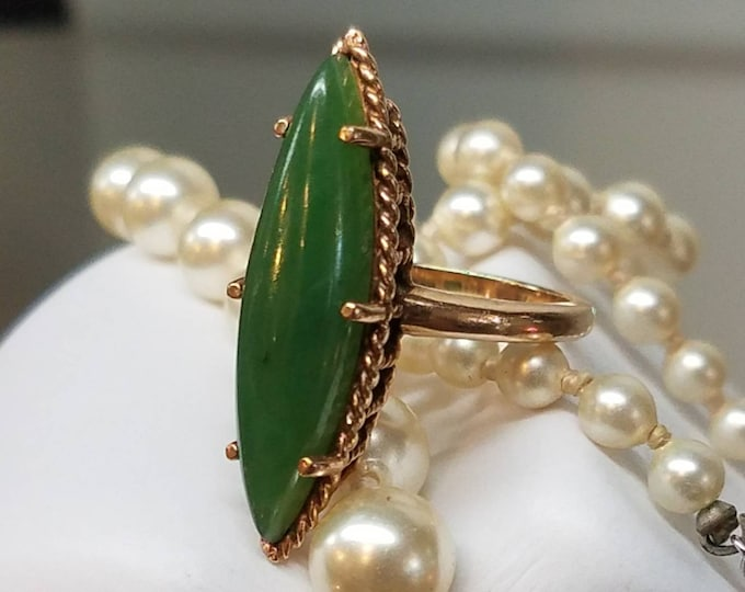 Vintage 10K Yellow Gold Jade Navette Ring