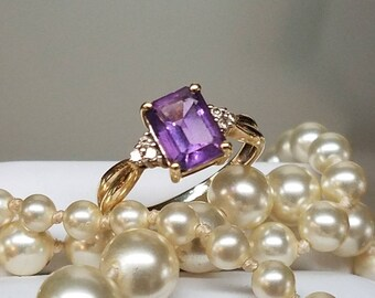 Vintage 10K Yellow Gold Amethyst Diamond Ring