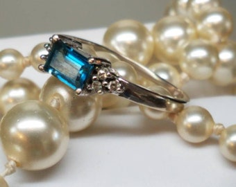 Vintage 14K White Gold Blue Topaz Diamond ring