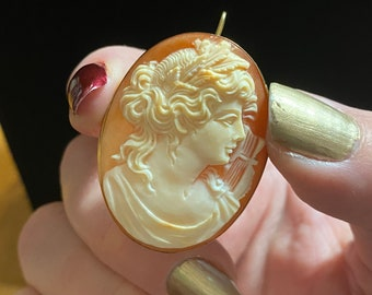 Vintage 18k Carved Shell Cameo Brooch Pendant