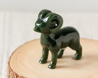 Natural Picture Jade Carved Cat Figurine Animal Decor E2440