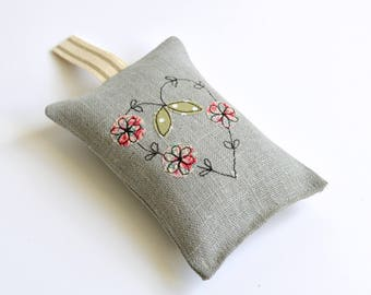 Lavender bag, embroidered lavender bags, Lavender sachet, Scented sachet, Scented bags, English lavender, Embroidered heart, Wedding favours