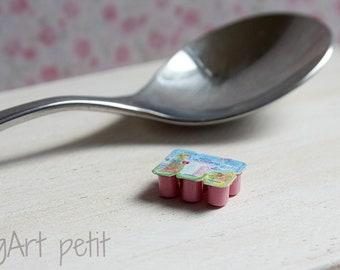 Petit-suisse  1/12 scale