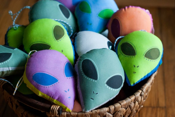 Alien Head Ornament / Choose 6 Different Colors / Small Alien Plushie
