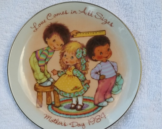 AVON COLLECTOR Plate 1984 Love comes in all sizes 3 children mother's gift