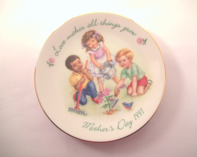 1991 Mothers Plate Avon Love Makes All Things Grow Children Collector Plate Gold Rimmed