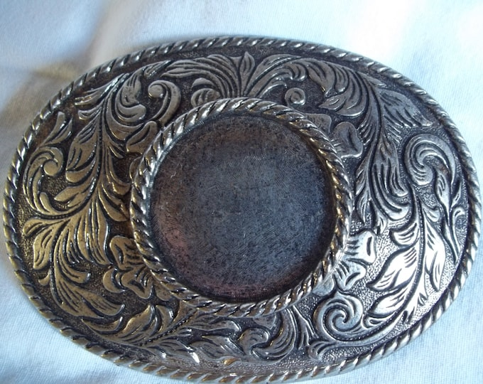 Western Oval Floral antique Silver Color Belt Buckle Etched design circle center vintage 70s