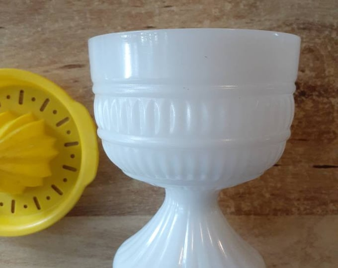 Hand Juicer Milkglass