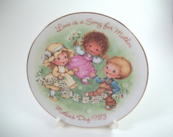 1983 Avon Mother's Day plate Cherished Moments Collection Love is a Song