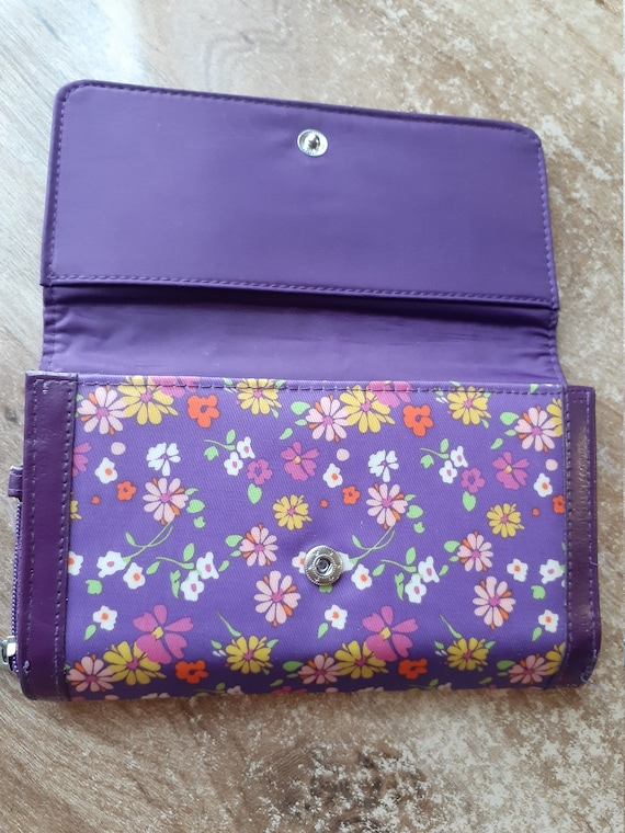 Vintage purple wallet flowered