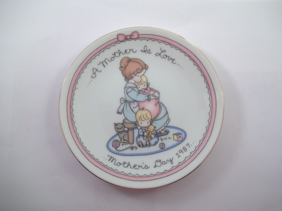 1987 Mothers Day Plate Avon Joan Walsh Anglund Mother's Day Love Collectible Girl Baby