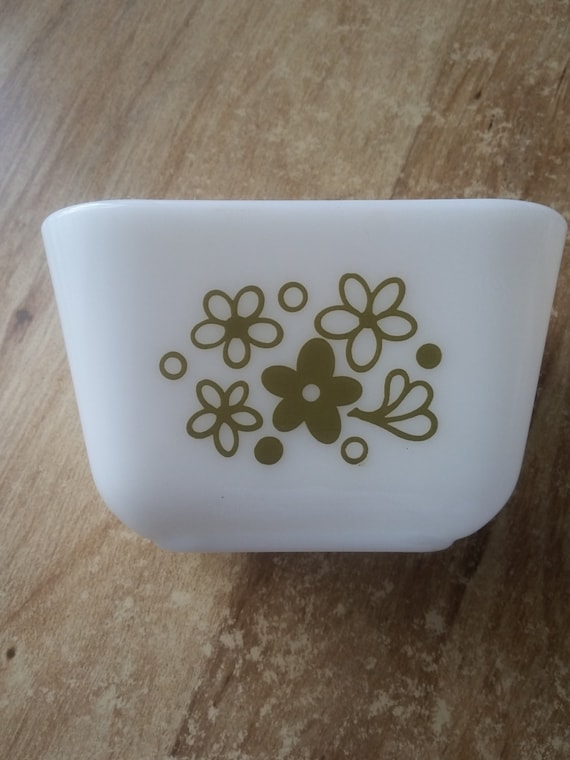 PYREX 1 1/2 CUP crazy daisy casserole dish olive green flower accents milk glass white