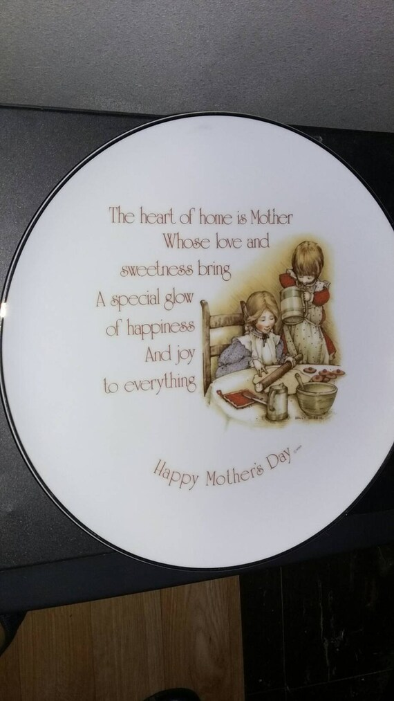 HOLLY HOBBIE Commemorative Edition 1976 collector plate Mother gift