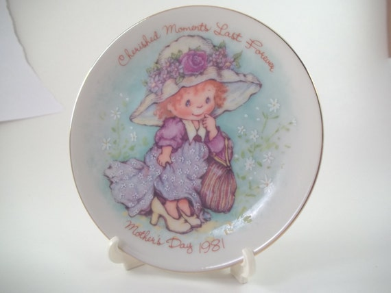 1981 Avon MOTHERS DAY plate Cherished Moments collection girl wearing mom's shoes gift for mom