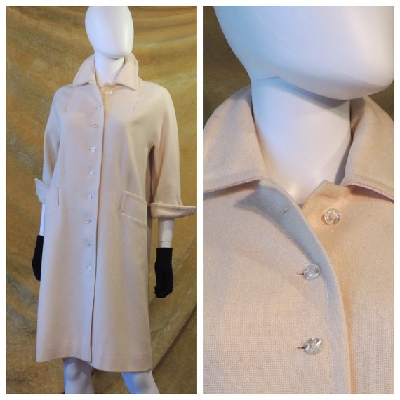 Tailored 50s Off-White Coat with Bracelet Sleeves/