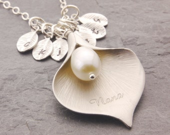 Calla Lily Necklace, engraved calla lily, grandma necklace, gift for grandma, mom necklace, nana necklace, family necklace, flower, N6