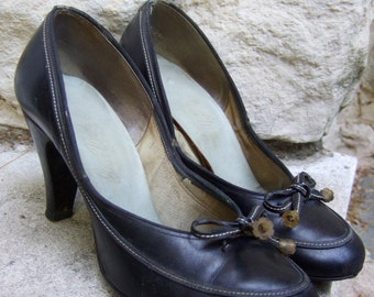 1950s Black Leather Bow Pumps