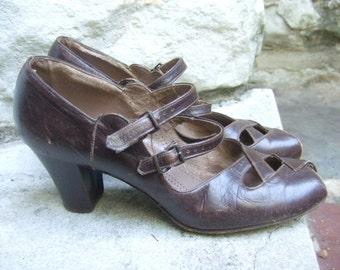 1940s Stylish Brown Leather Peep Toe Pumps
