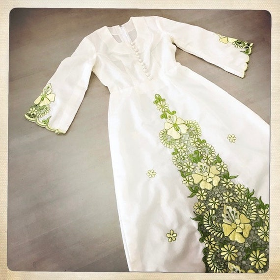 GORGEOUS Vintage 70s Embroidered FLORAL Cut-Out L… - image 9