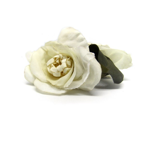 Double Creamy White Rose Hair Clip.  Pinup, Bridal Hair Flower