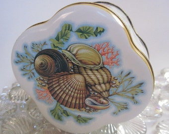 Vintage Shell and Seahorse Tin The Box Company  Daher Made in England