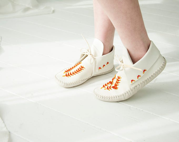 Vintage white moccasins, red beaded leather slippers shoes booties, boho ankle boots 6.5 7