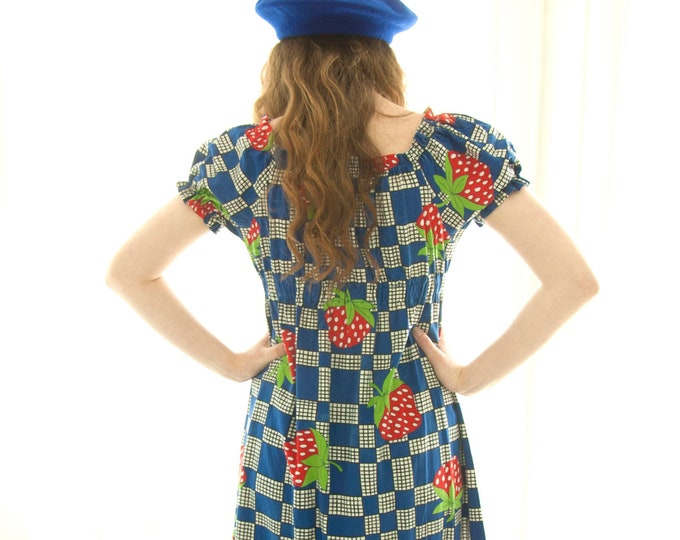Vintage novelty print maxi dress, strawberries check, red white blue boho empire waist, summer beach, puffed sleeves, S M petite 1960s 1970s