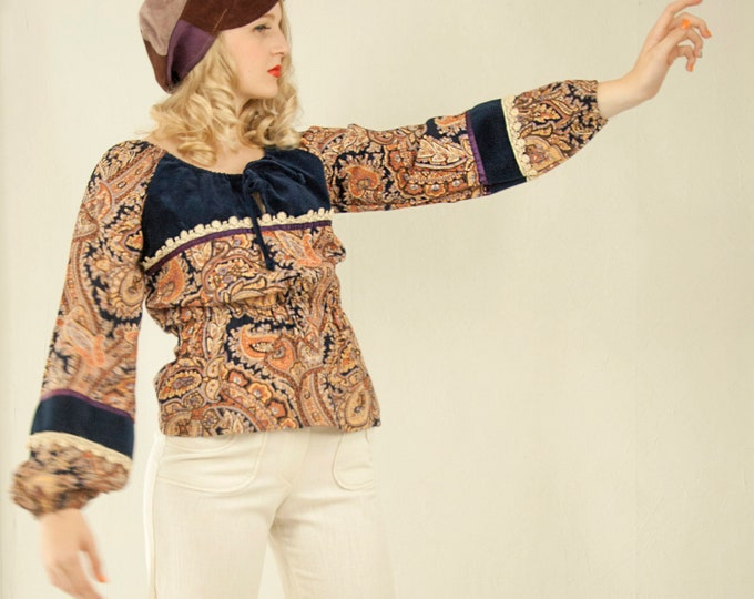 Vintage purple paisley top, long poet sleeves peasant blouse shirt, navy blue velveteen, white lace, boho S 1970s
