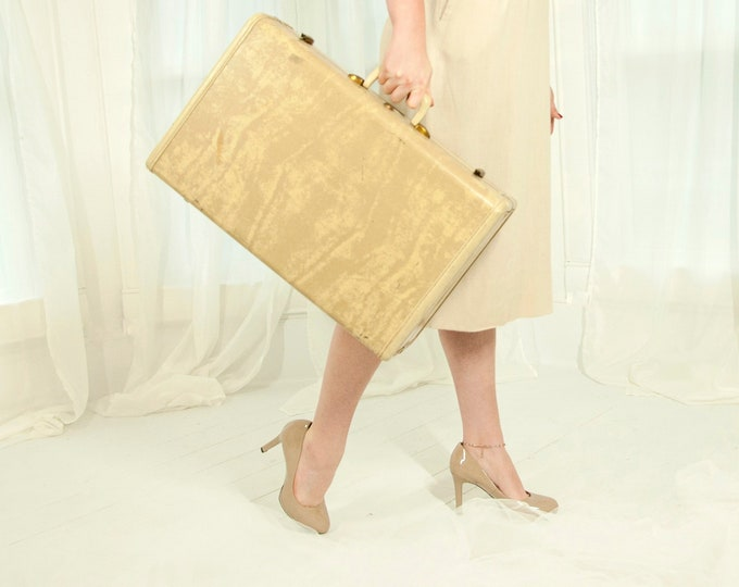 Vintage beige Samsonite suitcase, marbled mid-size hardshell luggage storage case ivory white cream tan brass, 1940s 1950s