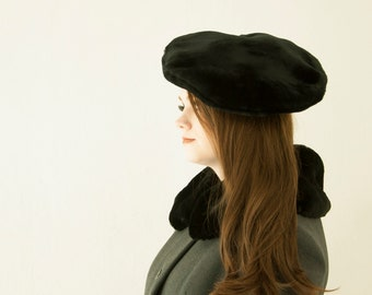 d46438bb191a2 Vintage black faux-fur hat
