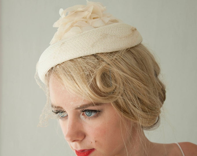 Vintage white floral veil hat, organza floral pillbox, netting, ivory 1950s wedding formal pin-up mid-century