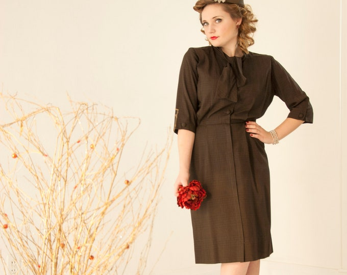 Vintage 1940s brown plaid dress, 3/4 sleeve day cotton knee-length black shift bow collar pockets pin-up, L Cliff Macklin