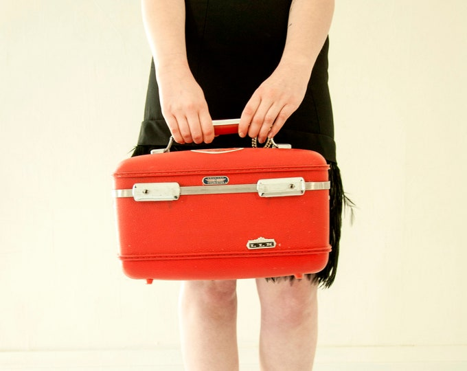 Vintage red train case, hardshell travel suitcase luggage makeup mirror carry on, leather textured vinyl 1970s retro LLK