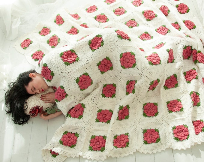 Vintage pink floral afghan, white large roses, rose flowers throw accent blanket, granny square crochet handmade 1970s Victorian shabby chic