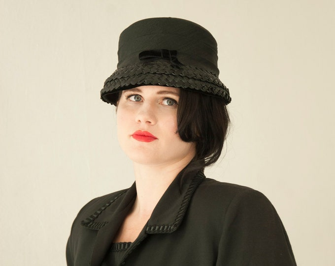 Vintage 1960s black bucket hat, woven raffia formal, velvet bow 1950s pin-up mod Audrey Hepburn