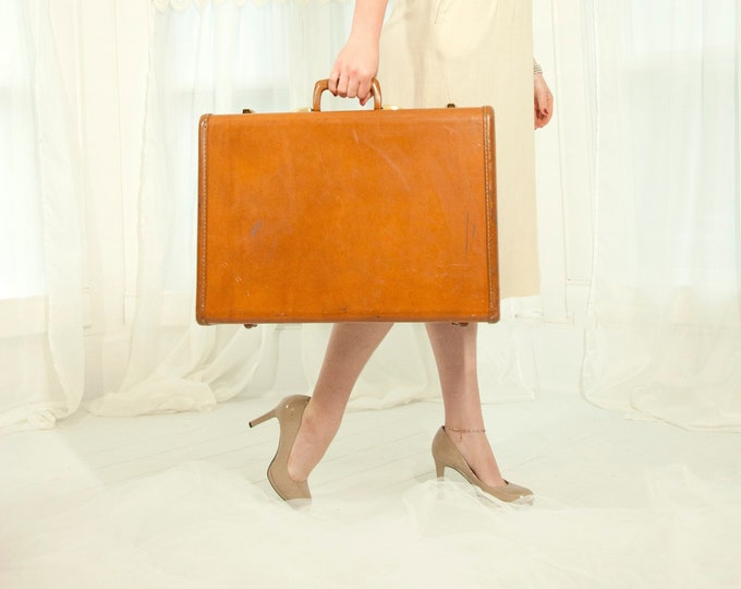 Vintage 1940s Samsonite suitcase, large hardshell cognac luggage case brass, original key