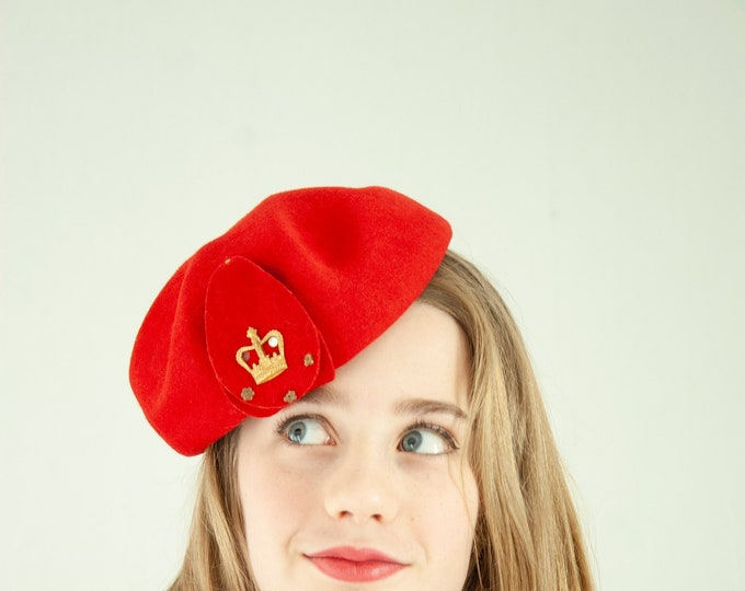 Vintage 1940s red wool beret hat, gold crown, small fascinator, school girl French artist queen