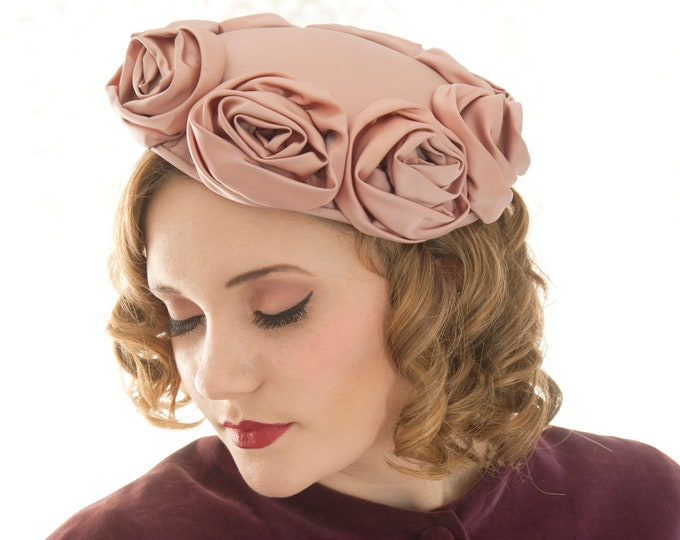 Vintage 1950s mauve roses hat, dusty pink satin formal floral pin-up purple flowers