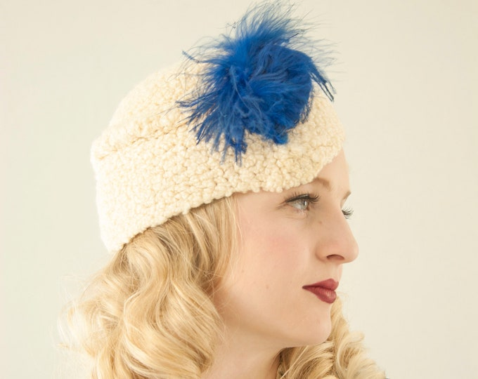 Vintage 1930s white knit hat, blue feather ivory oblong beanie cap Byrdana 1920s