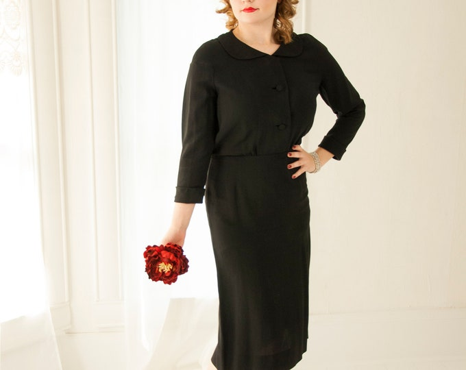 Vintage 1940s black dress, long sleeves, Peter Pan collar, midi shift rayon simple classic LBD pin-up, M L