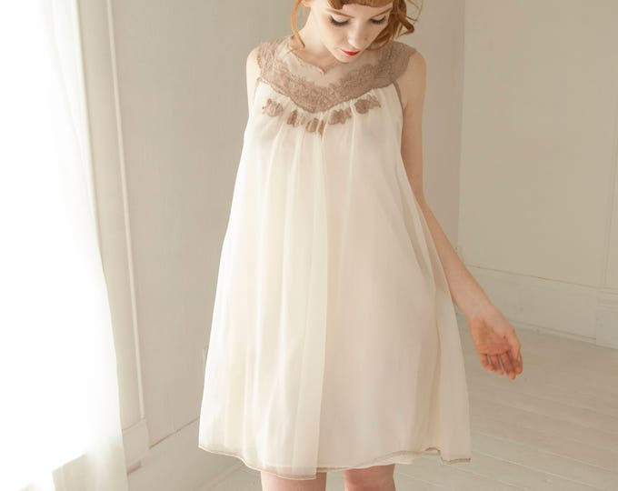 Vintage 1950s white nightie dress, sheer chiffon sleeveless mini tent nightgown babydoll, beige lace, pin-up lingerie S M