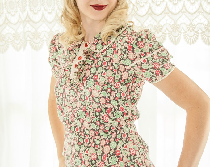 Vintage 1930s feedsack dress, red green pink black collar candy hearts abstract floral novelty print short puffed sleeve cotton XS