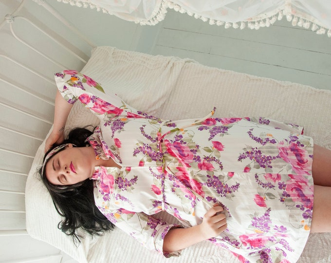 Vintage pink roses mini dress, casual comfortable white cotton lounge shift tent floral house robe, L 1970s