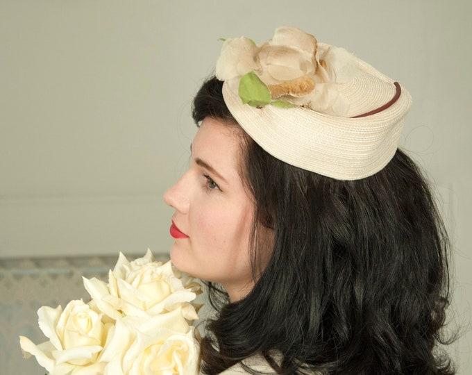 Vintage 1950s ecru pillbox hat, ivory white beige flower floral fascinator, wedding bridal formal pin-up mid-century