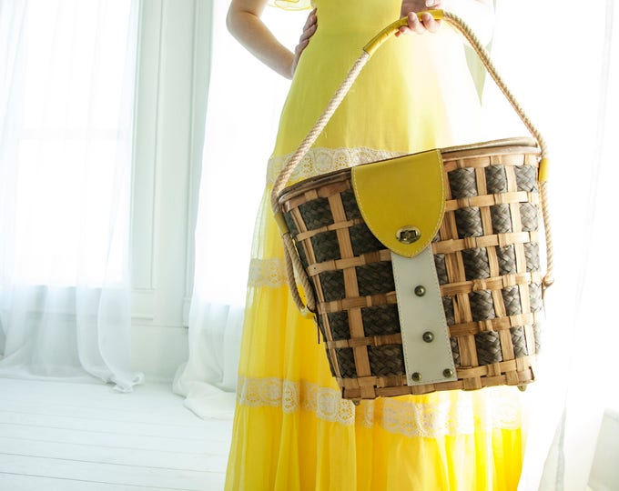 Vintage beach bag purse, picnic basket, brown wood yellow red leather large woven handbag boho 1960s 1970s Italy