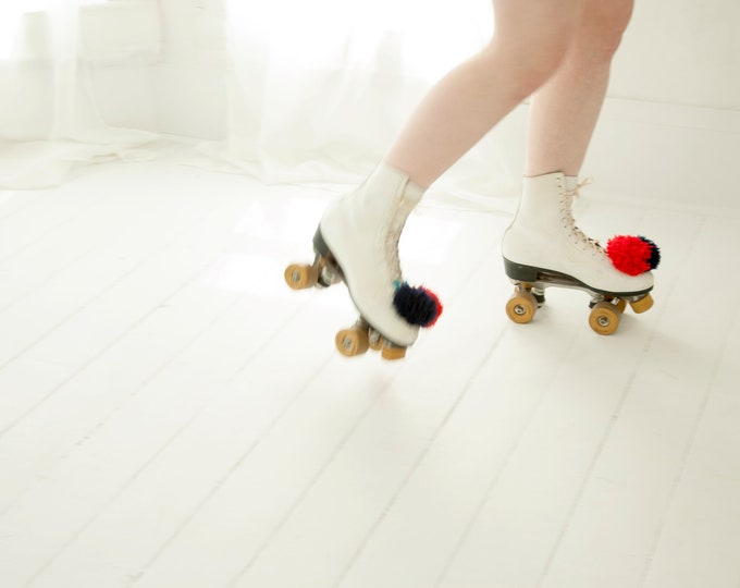 Vintage white roller skates, red blue pompoms leather ladies womens 1970s retro, Roller Derby 10