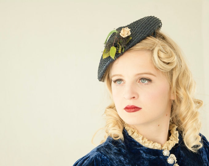 Vintage 1940s navy blue hat, white rose floral woven raffia formal headpiece 1950s pin-up