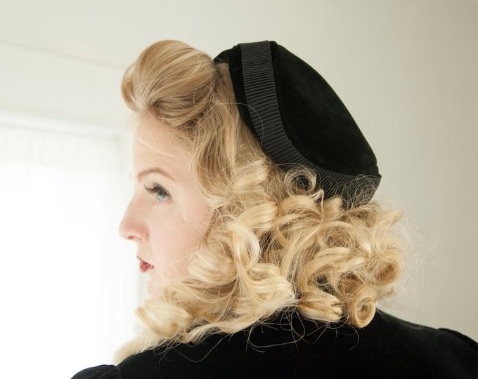 Vintage 1940s black velvet hat, formal fascinator headpiece headband calot pin-up